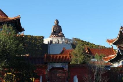 敦化市六鼎山文化旅游区,为国家5a级景区,省级旅游开发区,景区内集渤海文化、佛教文化和清始祖文化于